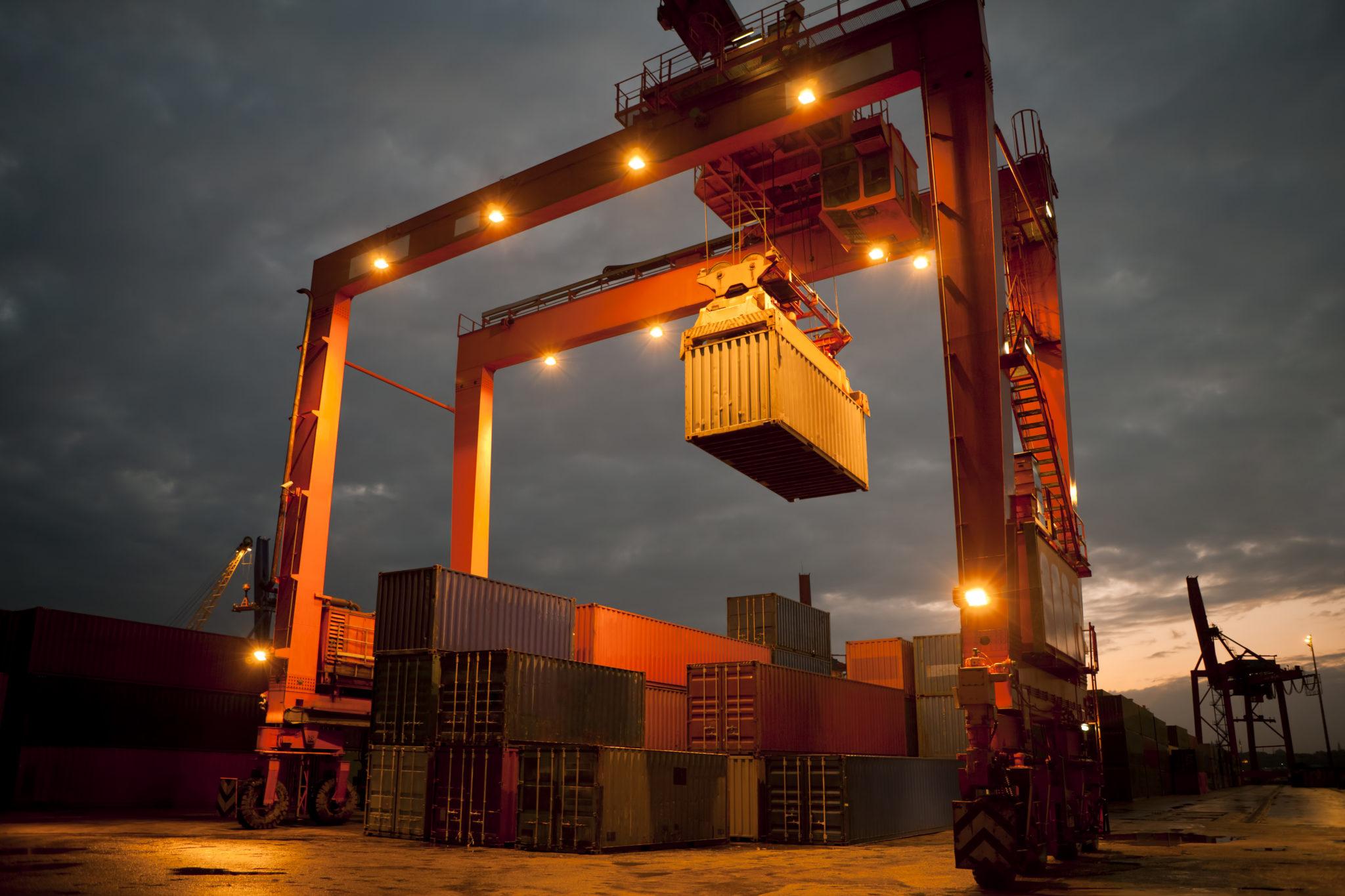 GEN_crane_containers