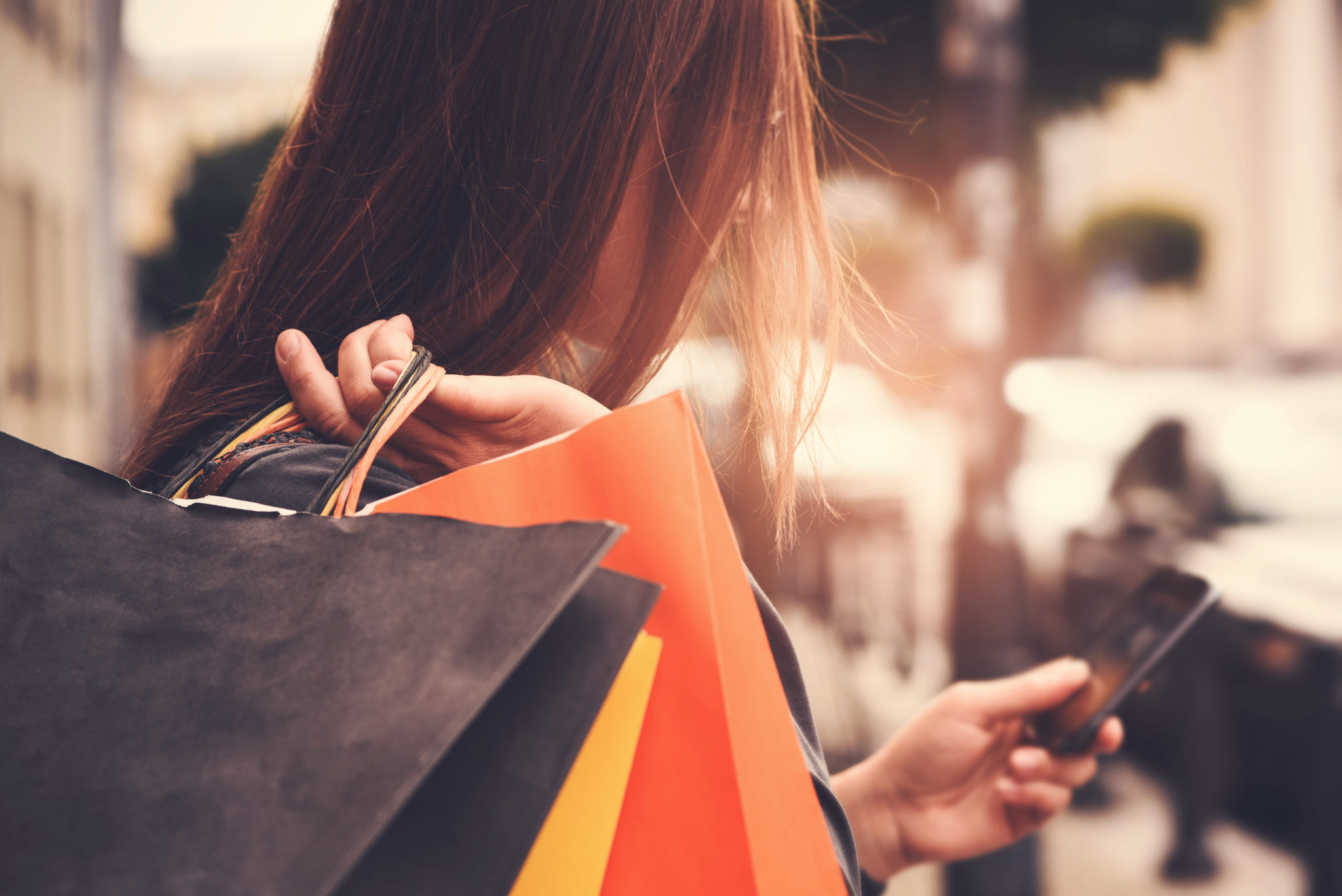 RC_woman_shopping