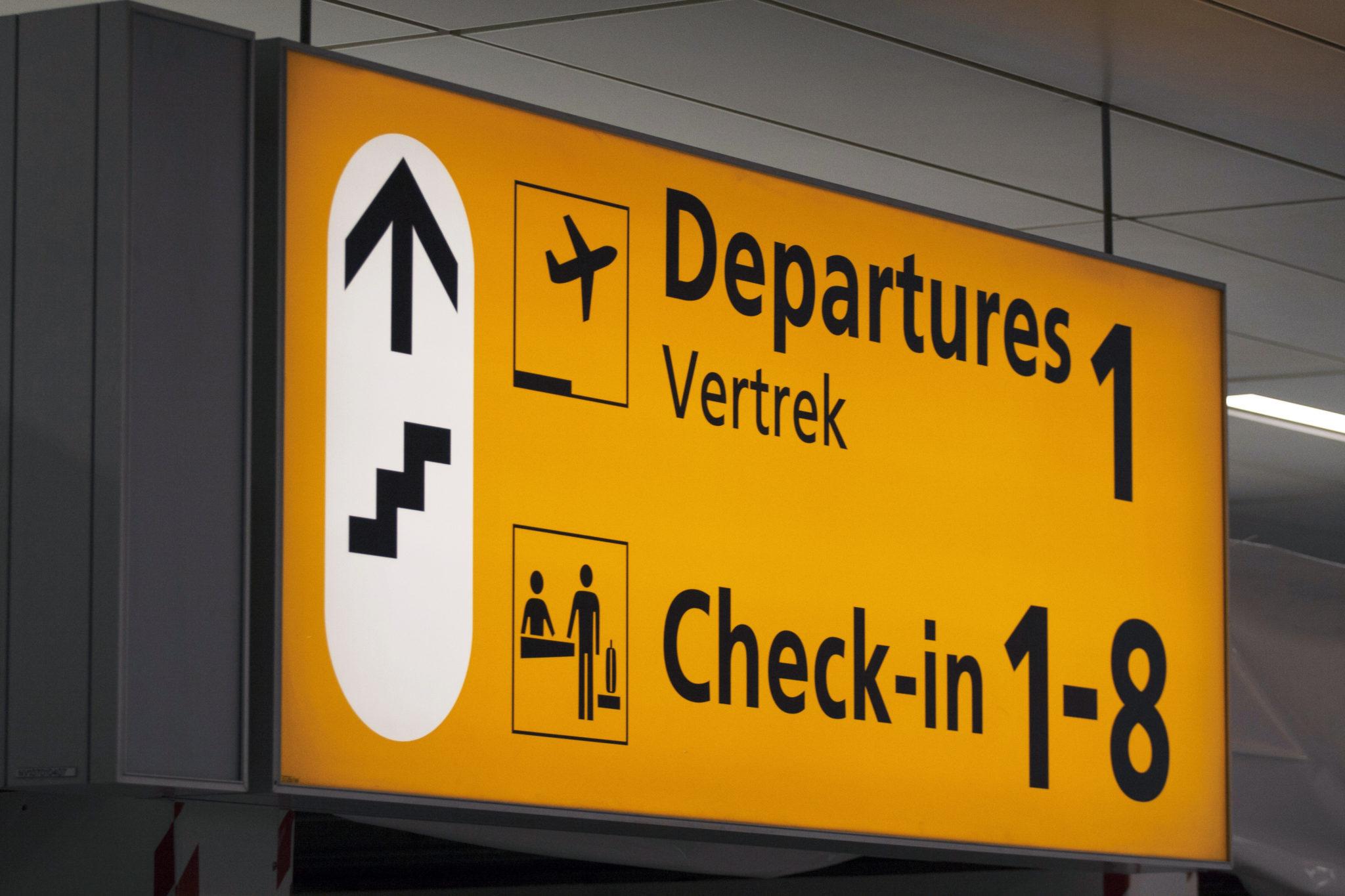 TA_airport_departure_sign